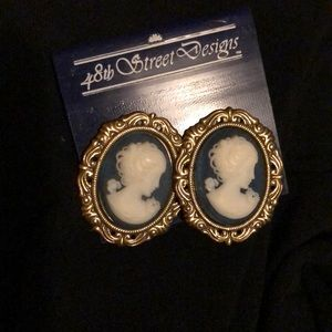 Vintage Clip on Cameo Goldtone Earrings